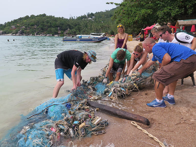 Divemaster Course Koh Tao Sairee Beach Cleanup